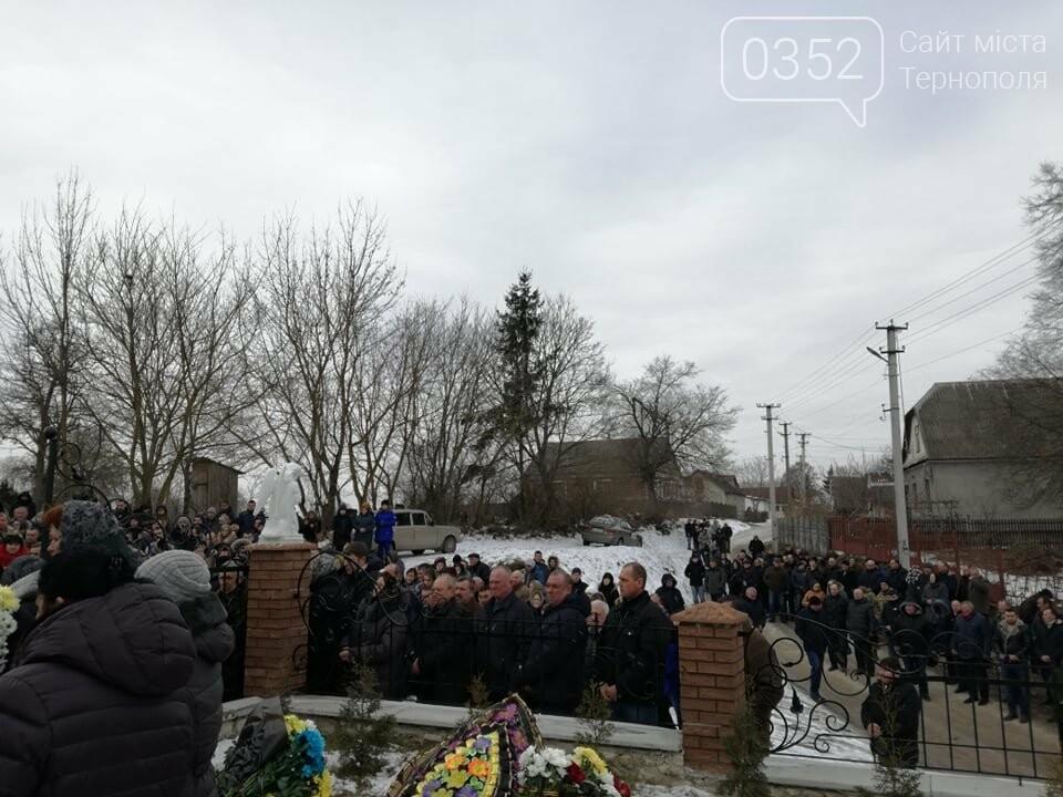 Тернопільщина: попрощатися з Олександром Цюхом прийшло більше тисячі людей (ФОТО), фото-4