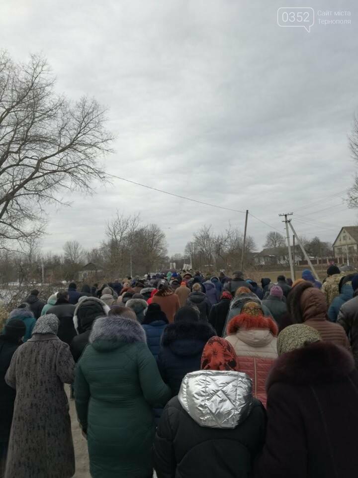 Тернопільщина: попрощатися з Олександром Цюхом прийшло більше тисячі людей (ФОТО), фото-7