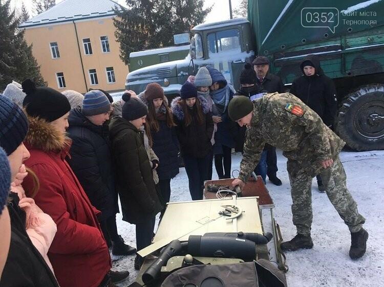 Школярі дізнавались, як живуть артилеристи на Тернопільщині (фото), фото-1