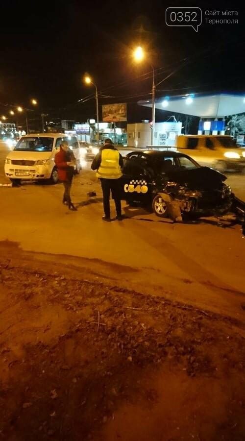 """У Тернополі ДТП: зіткнулися мікроавтобус і автомобіль """"таксі"""" (ФОТО), фото-1"""