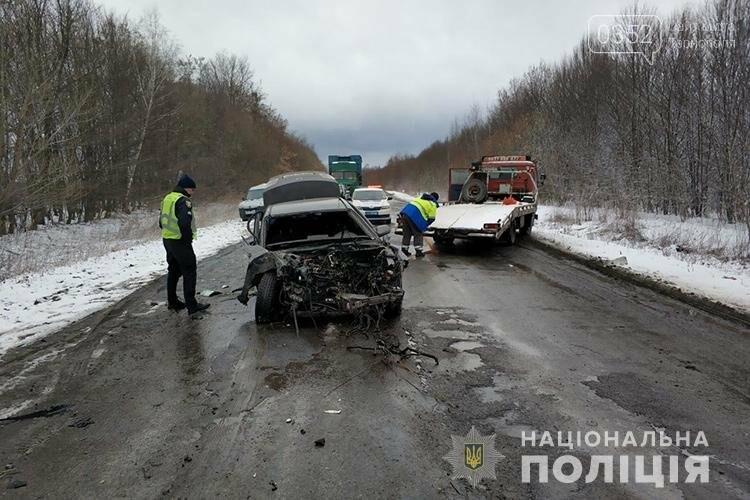 Стали відомі деталі ранкової ДТП на Тернопільщині: від удару водія викинуло з автомобіля (ФОТО), фото-2