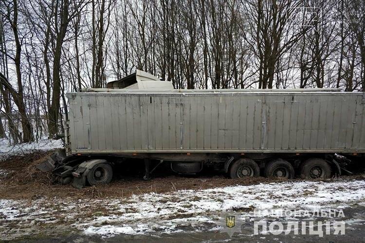 Стали відомі деталі ранкової ДТП на Тернопільщині: від удару водія викинуло з автомобіля (ФОТО), фото-3