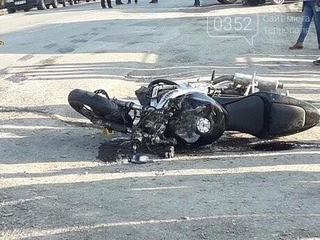 На Тернопільщині зіткнулись  мотоцикліст та автівка, повідомляють про важко травмовану пасажирку (ФОТО), фото-2