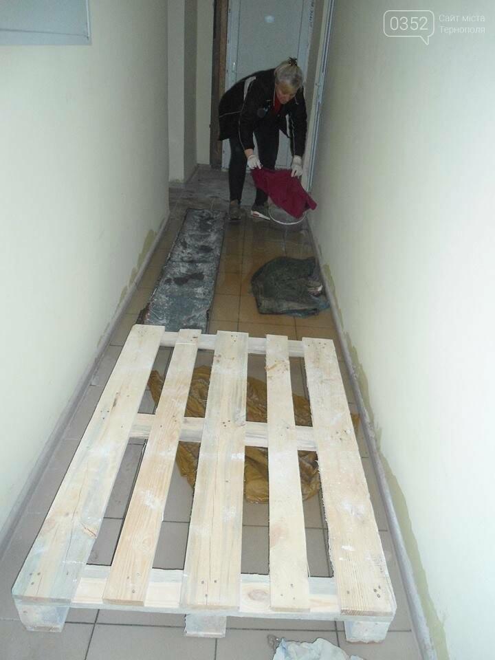 У Тернополі у багатоквартирному будинку постійно прориває каналізацію, затоплюючи підвальні приміщення благодійних організацій (ФОТО, ВІДЕО), фото-11