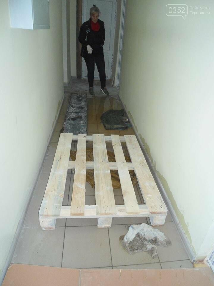 У Тернополі у багатоквартирному будинку постійно прориває каналізацію, затоплюючи підвальні приміщення благодійних організацій (ФОТО, ВІДЕО), фото-13