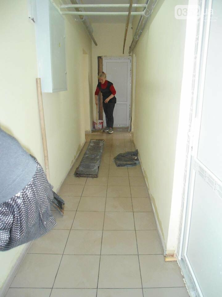 У Тернополі у багатоквартирному будинку постійно прориває каналізацію, затоплюючи підвальні приміщення благодійних організацій (ФОТО, ВІДЕО), фото-3