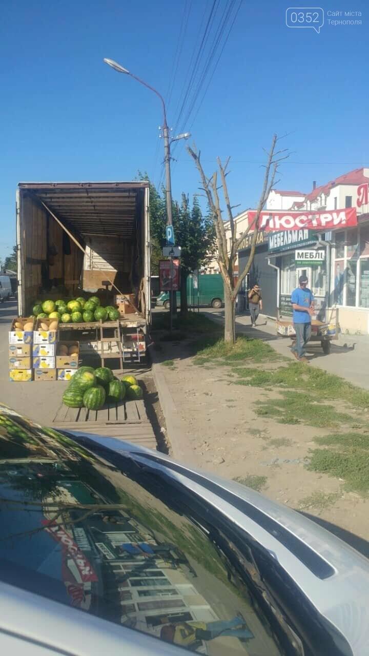 В Тернополі на ринку продають кавуни просто на парковці для інвалідів (ФОТО), фото-1