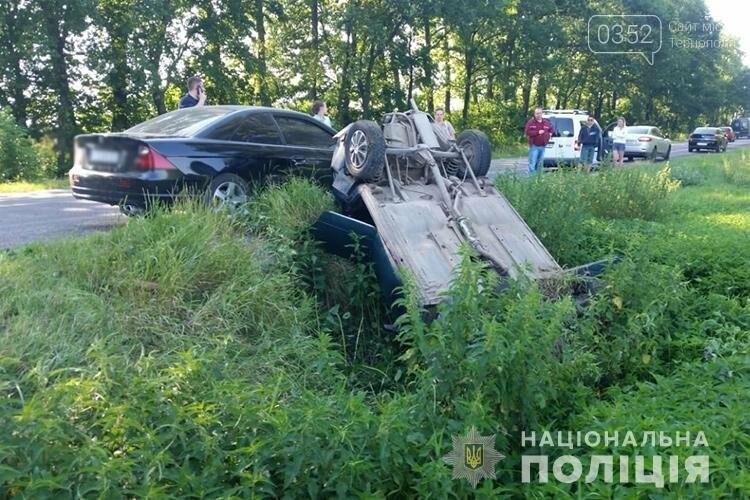 На Тернопільщині через  ДТП перекинувся автомобіль, на момент аварії у салоні була вагітна пасажирка (ФОТО), фото-1