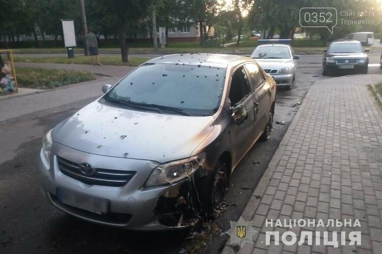 У Тернополі розшукують людей, через яких вночі погоріли автомобілі (ФОТО), фото-2