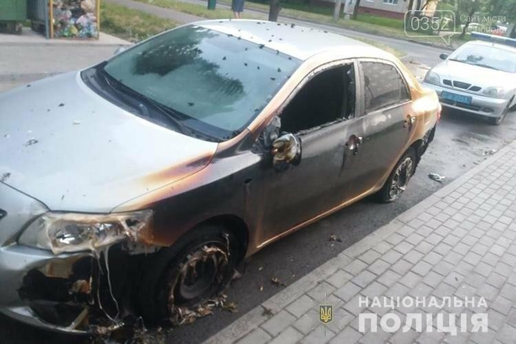 У Тернополі розшукують людей, через яких вночі погоріли автомобілі (ФОТО), фото-3