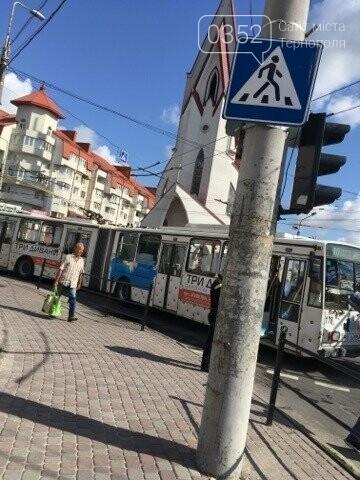 У Тернополі на Бандери затори через обрив тролейбусної лінії (фото), фото-1
