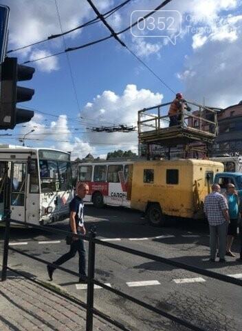 У Тернополі на Бандери затори через обрив тролейбусної лінії (фото), фото-2