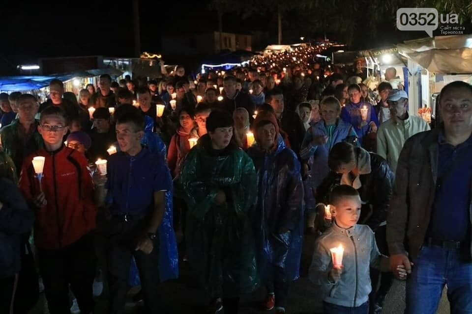 У мережі показали неймовірне відео походу зі свічками на Всеукраїнській прощі на Тернопільщині (ВІДЕО), фото-7