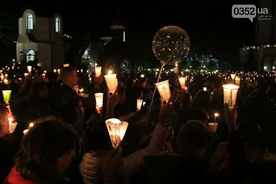 У мережі показали неймовірне відео походу зі свічками на Всеукраїнській прощі на Тернопільщині (ВІДЕО), фото-6