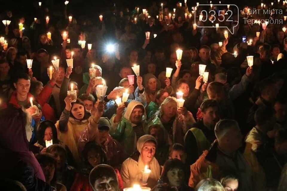 У мережі показали неймовірне відео походу зі свічками на Всеукраїнській прощі на Тернопільщині (ВІДЕО), фото-10
