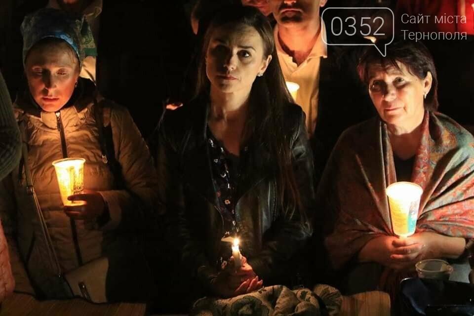 У мережі показали неймовірне відео походу зі свічками на Всеукраїнській прощі на Тернопільщині (ВІДЕО), фото-9