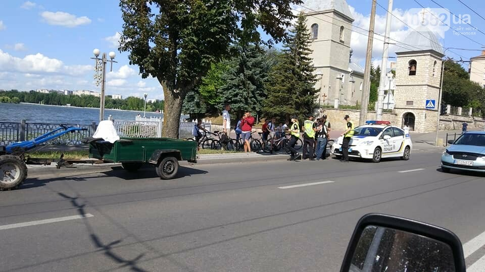 """""""Напевно, ще й гнав більше 220 км/год"""": тернополяни жартують про затримання водія мотоблоку двома патрулями поліції (ФОТО), фото-1"""