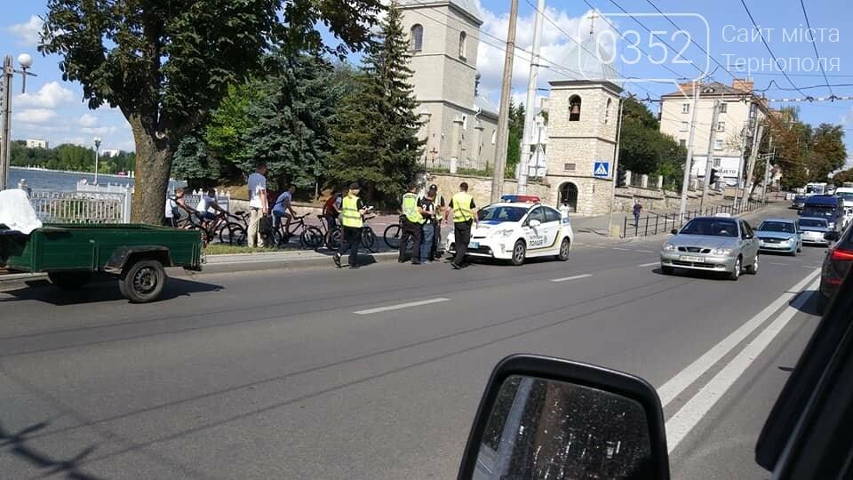 """""""Напевно, ще й гнав більше 220 км/год"""": тернополяни жартують про затримання водія мотоблоку двома патрулями поліції (ФОТО), фото-2"""