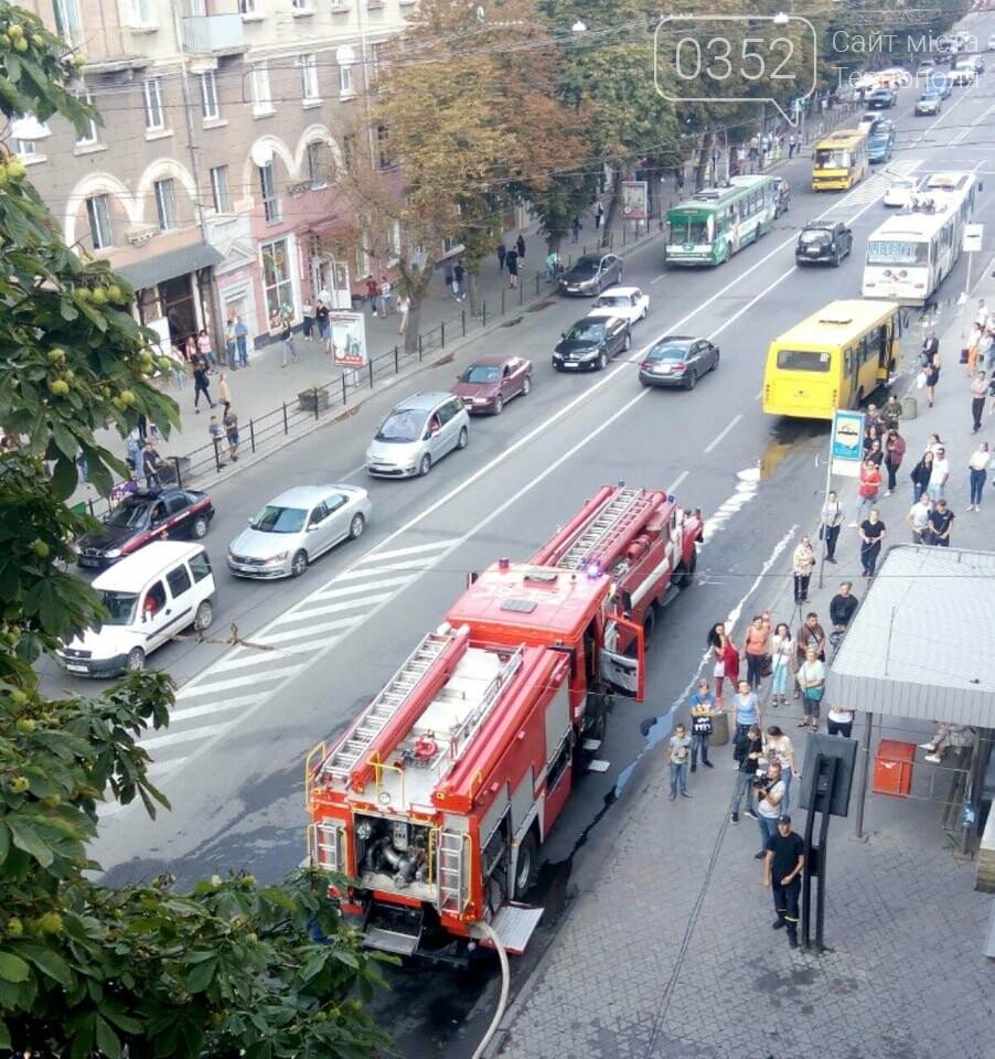"""""""Вогонь був таким сильним, що вибив скло у вікнах"""": з'явилось відео з місця пожежі в центрі Тернополя (ВІДЕО), фото-1"""