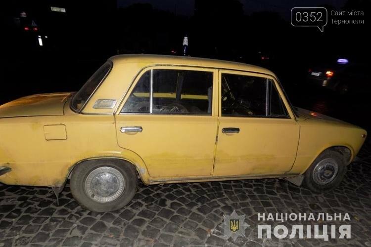 Один керував, інші – штовхали: у Тернополі злодії намагалися викрасти автомобіль на очах у власниці (ФОТО), фото-1