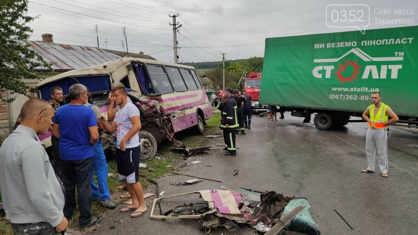 На Тернопільщині рейсовий автобус потрапив в ДТП (фото), фото-7