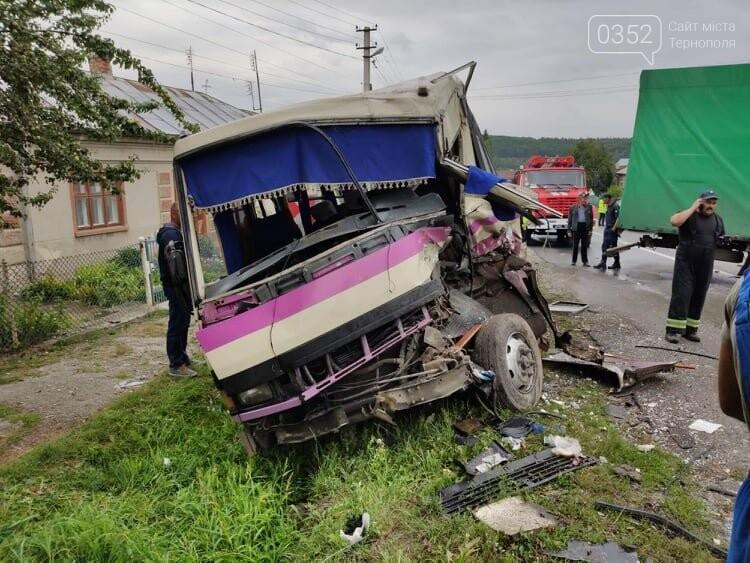На Тернопільщині рейсовий автобус потрапив в ДТП (фото), фото-9