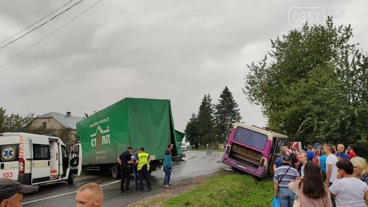 На Тернопільщині рейсовий автобус потрапив в ДТП (фото), фото-11