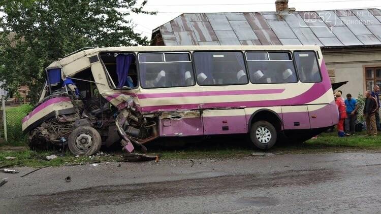 На Тернопільщині рейсовий автобус потрапив в ДТП (фото), фото-17
