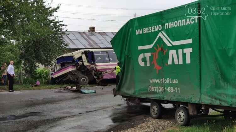 На Тернопільщині рейсовий автобус потрапив в ДТП (фото), фото-16
