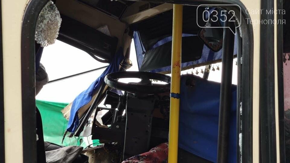 На Тернопільщині рейсовий автобус потрапив в ДТП (фото), фото-3