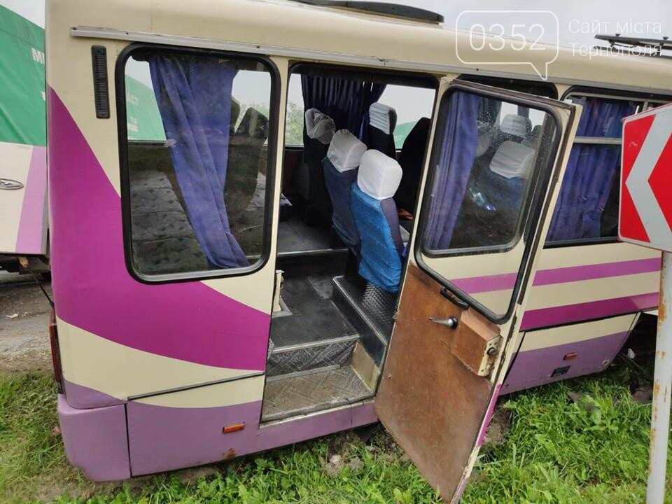 На Тернопільщині рейсовий автобус потрапив в ДТП (фото), фото-4