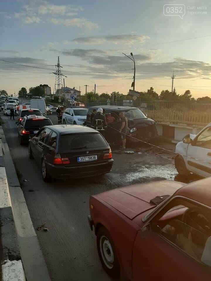 ДТП у Тернополі: на Гаївському мості внаслідок аварії заблоковано проїзд (ФОТО), фото-1
