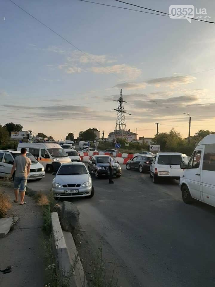 ДТП у Тернополі: на Гаївському мості внаслідок аварії заблоковано проїзд (ФОТО), фото-4