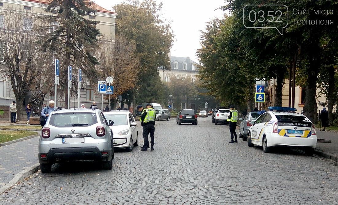 У центрі Тернополя, де водії масово їдуть під заборонні знаки, сьогодні працює поліція (Фото), фото-4