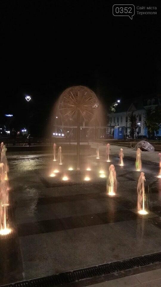 """""""Кульбаба"""" з неймовірною вечірньою підсвіткою: у мережі показали оновлений фонтан в Тернополі (ФОТО, ВІДЕО), фото-3"""