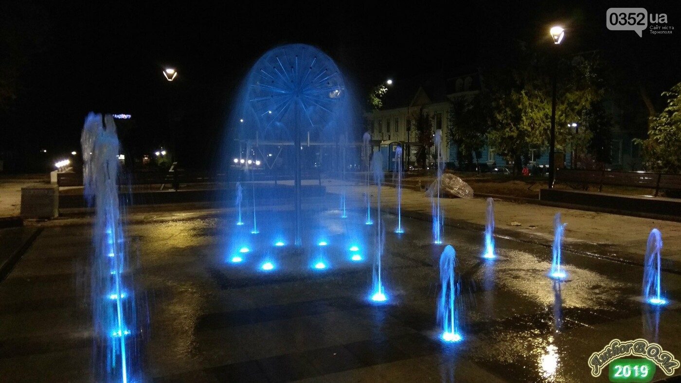 """""""Кульбаба"""" з неймовірною вечірньою підсвіткою: у мережі показали оновлений фонтан в Тернополі (ФОТО, ВІДЕО), фото-5"""
