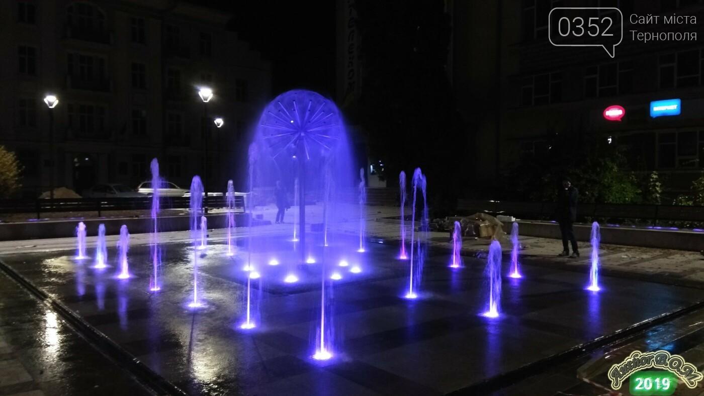"""""""Кульбаба"""" з неймовірною вечірньою підсвіткою: у мережі показали оновлений фонтан в Тернополі (ФОТО, ВІДЕО), фото-4"""