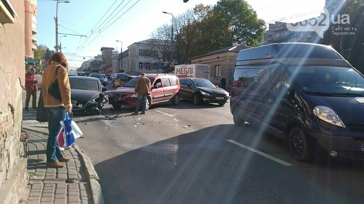 Внаслідок аварії біля стадіону у Тернополі утворився затор (ФОТО), фото-2