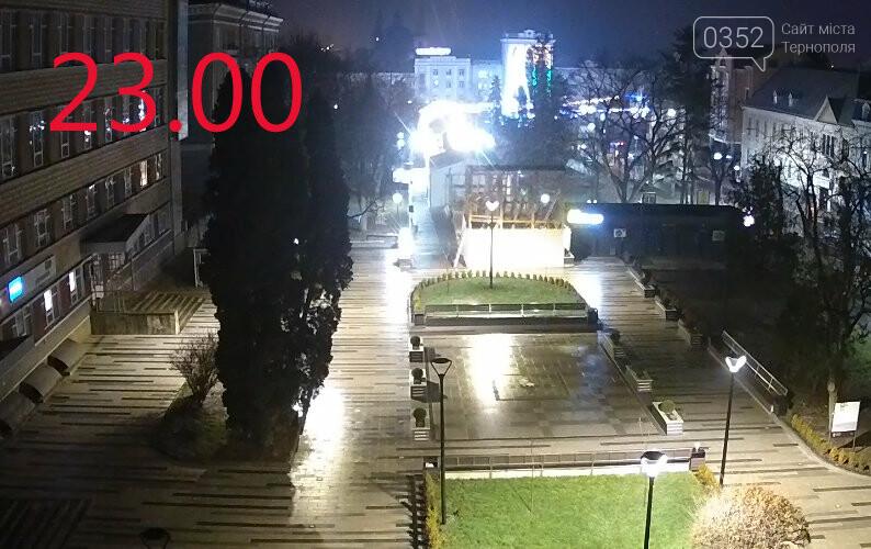 Вночі у Тернополі з центрального майдану зникла новорічна ялинка (ФОТО), фото-4