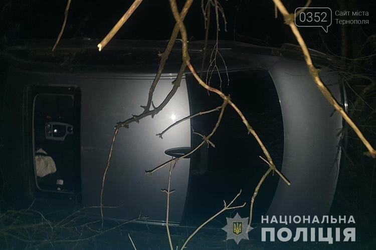 На Тернопільщині водій, який спричинив ДТП, покинув місце аварії і травмованих пасажирів (ФОТО), фото-1