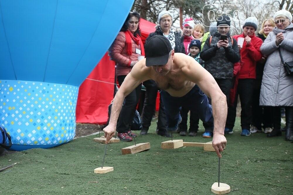 Руками розірвав настільний відривний календар: у Тернополі встановили новий рекорд (ФОТОРЕПОРТАЖ), фото-2