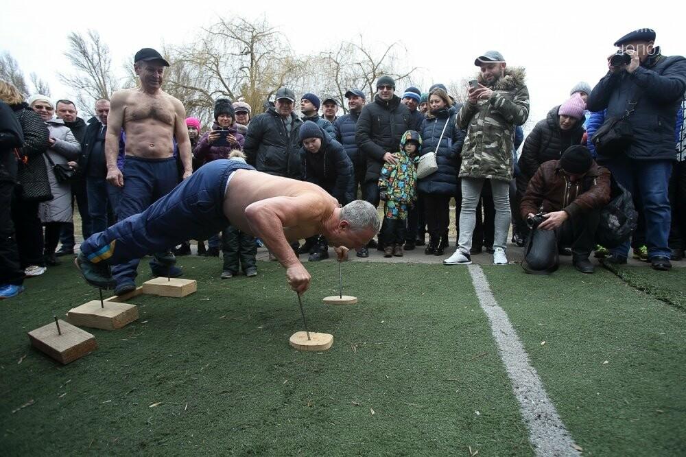 Руками розірвав настільний відривний календар: у Тернополі встановили новий рекорд (ФОТОРЕПОРТАЖ), фото-3