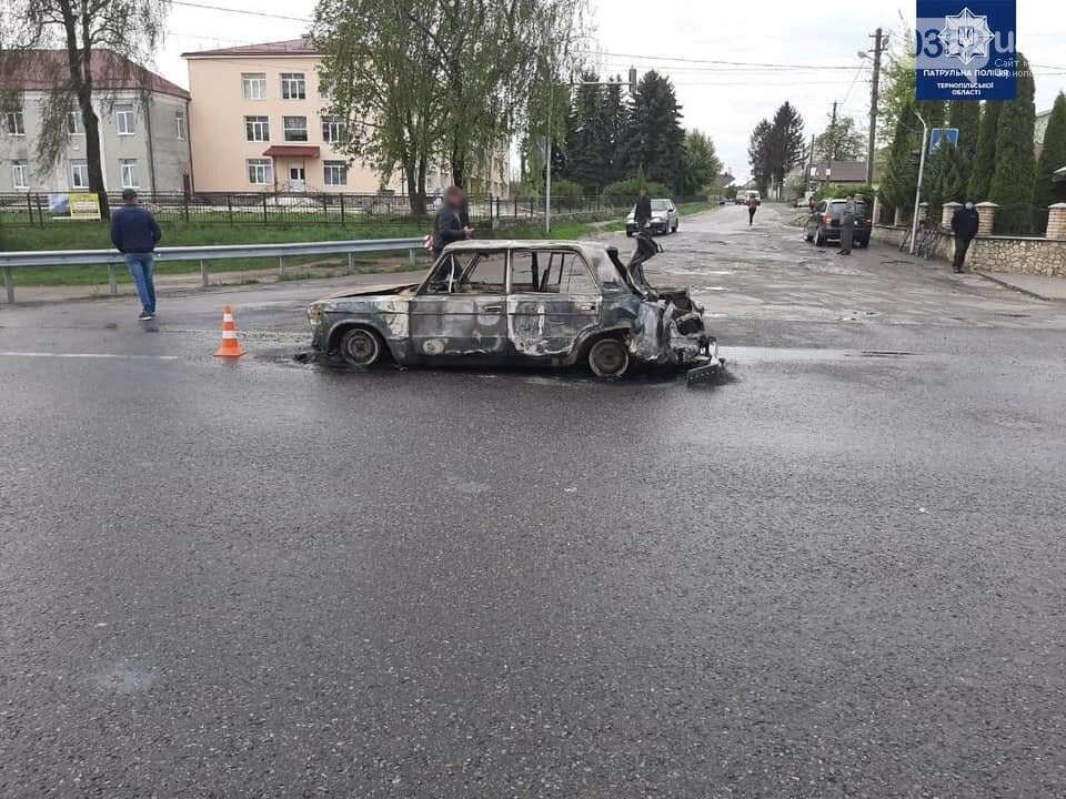 """Жахлива ДТП на Тернопільщині: через зіткнення автомобіль перетворився у """"факел"""", водія дивом врятували (ФОТО), фото-1"""