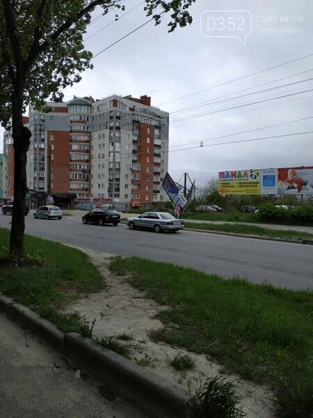 Під час сильного вітру білборди в Тернополі становлять небезпеку для перехожих (ФОТО), фото-2