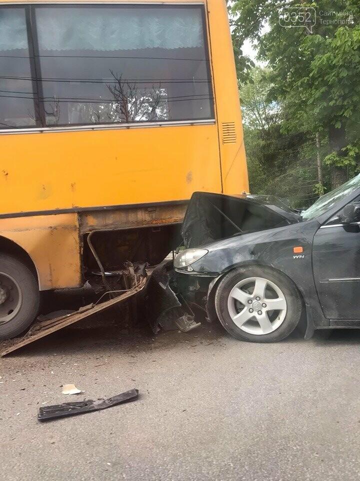 У Тернополі на дамбі ДТП: автівка влетіла в маршрутку (ФОТО), фото-2