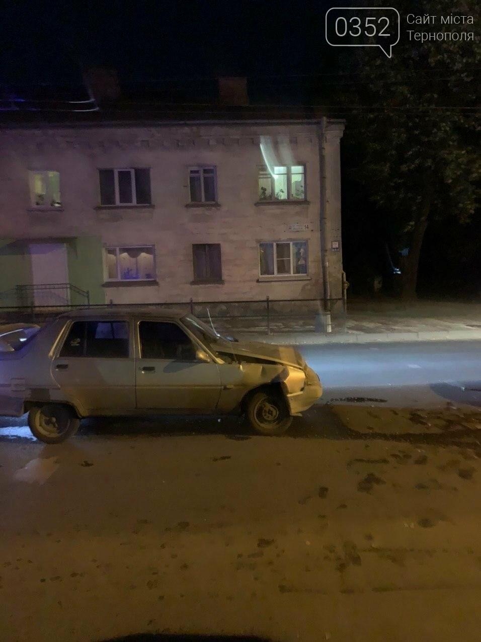 Внаслідок нічної ДТП у Тернополі двоє людей опинилися в лікарні (ФОТО), фото-1