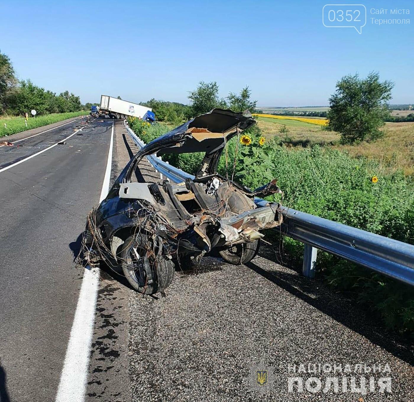 Смертельна ДТП: потрощене авто та четверо загиблих (ФОТО, ВІДЕО), фото-1
