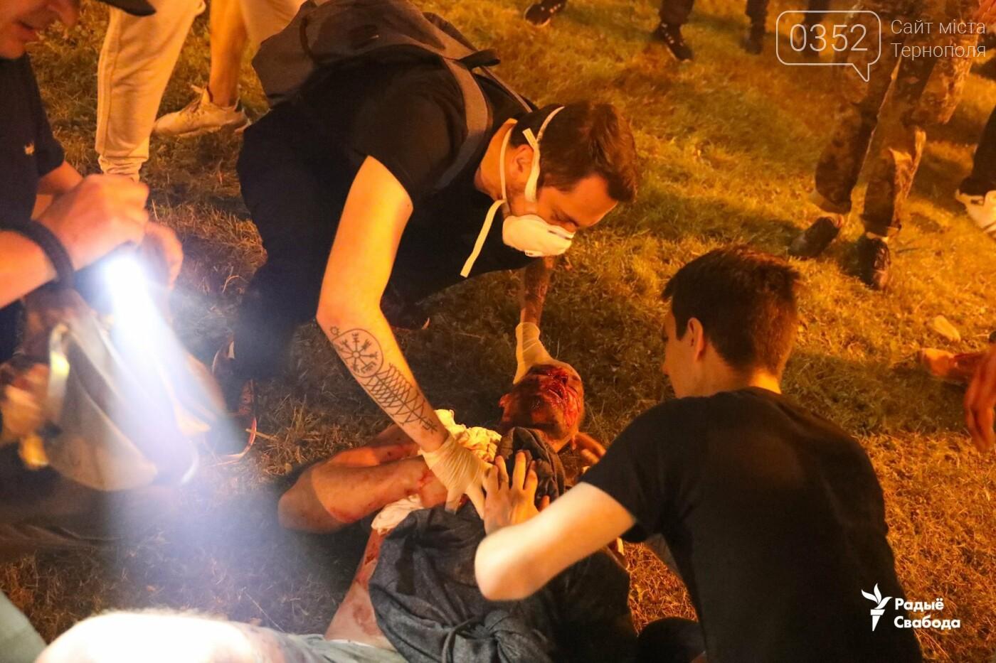 Білорусь прокинулась: країну охопили протести , а у кількох містах  ОМОН опускає щити і стає на сторону протестувальників (ФОТО, ВІДЕО), фото-3