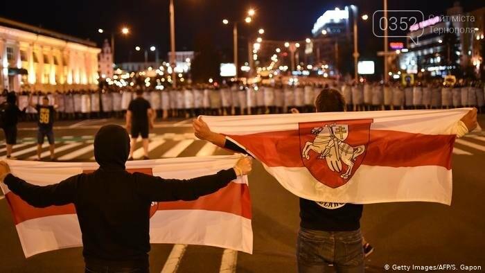 Білорусь прокинулась: країну охопили протести , а у кількох містах  ОМОН опускає щити і стає на сторону протестувальників (ФОТО, ВІДЕО), фото-8