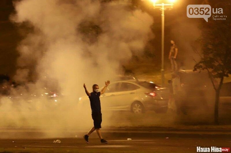 Білорусь прокинулась: країну охопили протести , а у кількох містах  ОМОН опускає щити і стає на сторону протестувальників (ФОТО, ВІДЕО), фото-6